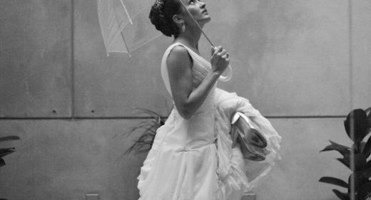Novia paraguas transparente