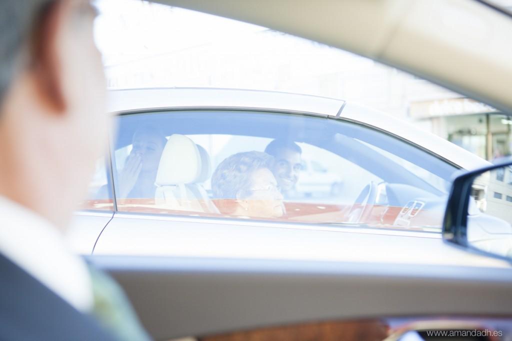 coche y familia boda