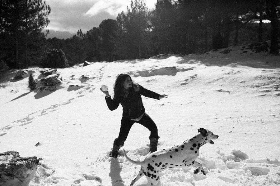 preboda, destination wedding, engaged, preboda en la nieve, peñagolosa nevado, fotografo bodas penyagolosa, fotografo nupcial penyagolosa, fotografia de bodas castellon, fotografia documental bodas castellon, fotoperiodismo nupcial castellon, preboda de invierno, fotografia boda natural, fotografia nupcial natural, storyteller, preboda dalmata, preboda con perro, preboda con perro en la nieve