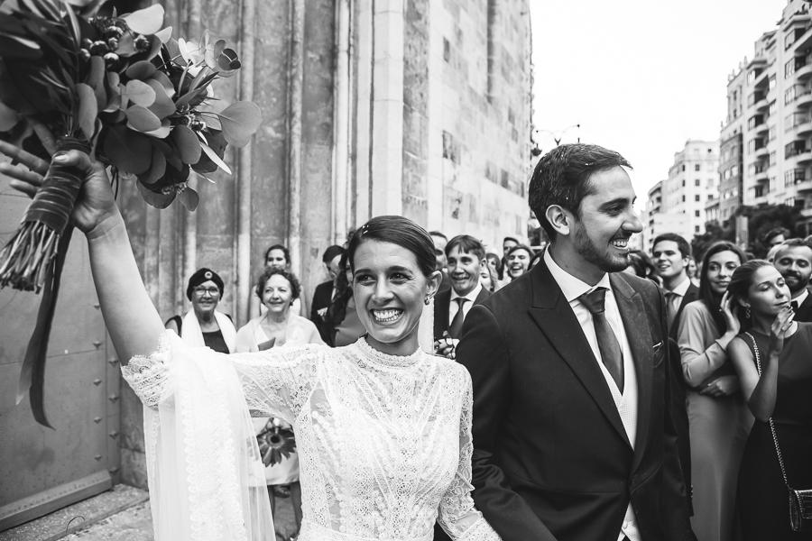 novia saludando