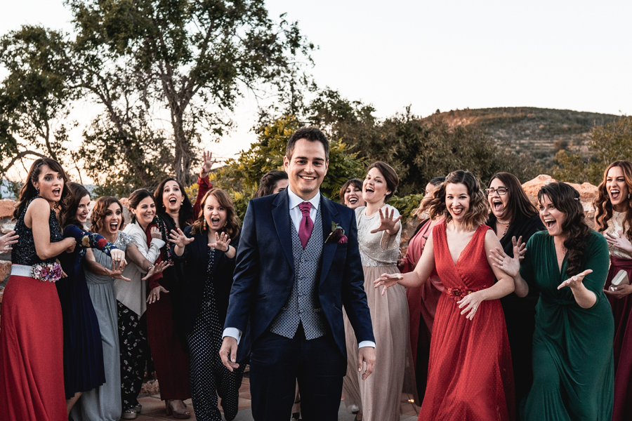 amigas de la novia con el novio