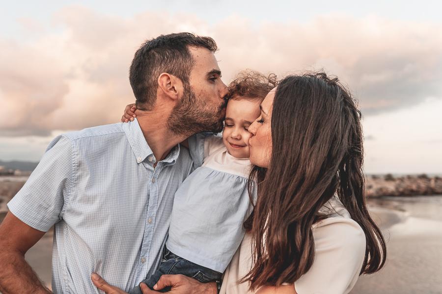 beso de familia a 3